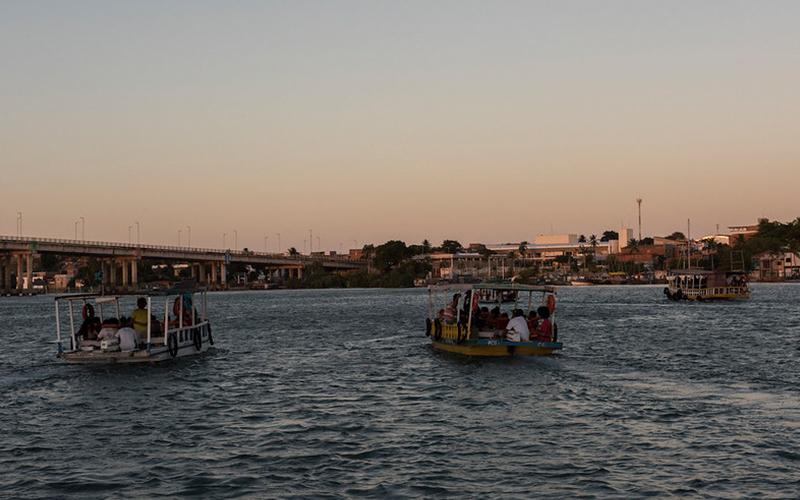 Crepúsculo: Contemplação do pôr do sol na Barra do Rio Ceará