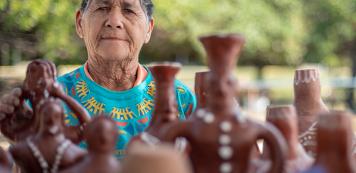 Artesanato de comunidades cearenses gera negócios no Sesc Povos do Mar