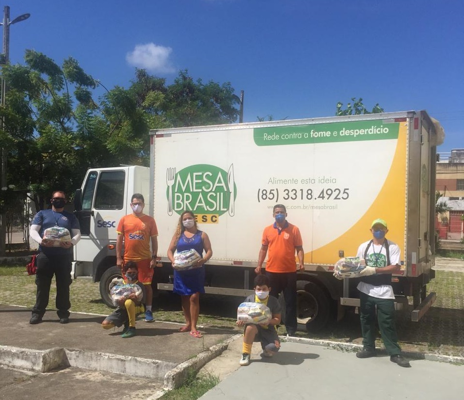 Programa Mesa Brasil distribui mais de 200 cestas básicas para os alunos atendidos pelo Projeto Futsal Sesc Ceará