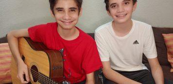 Dupla mirim Lucas & Mateus contribui para o Mesa Brasil Sesc com live neste domingo